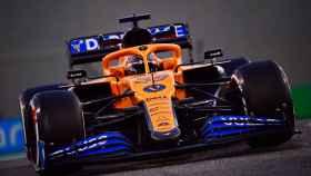 Carlos Sainz Jr, a los mandos de su McLaren F1 del año 2020