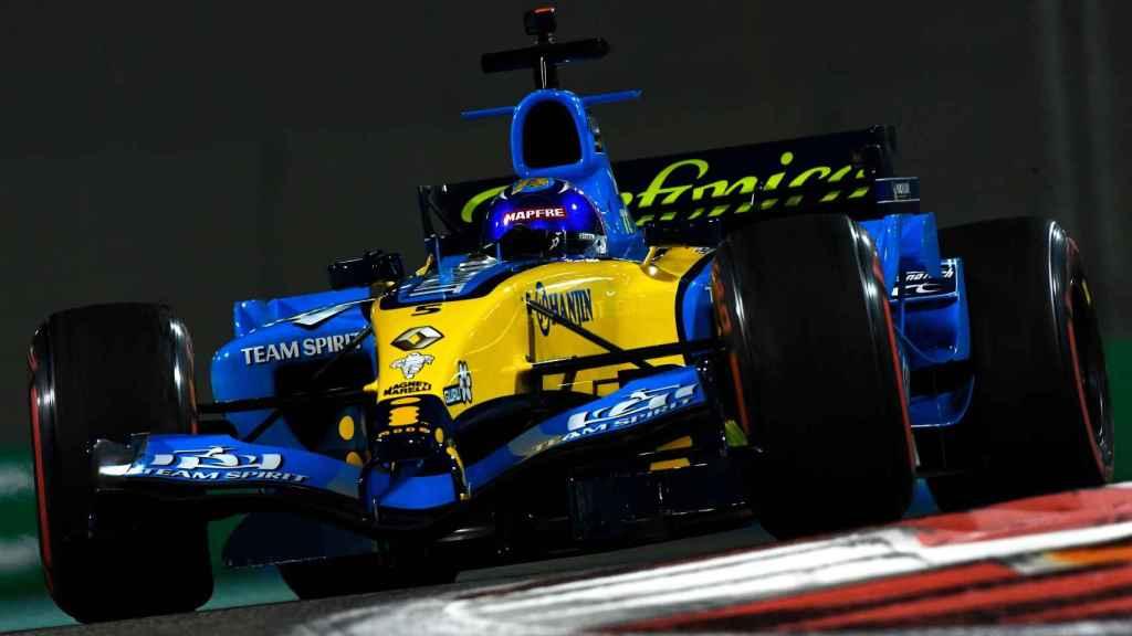 Fernando Alonso con el Renault R25