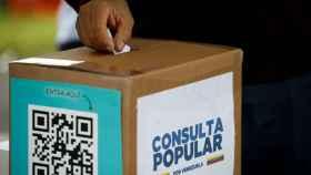 Una de las urnas de la consulta popular impulsada por la oposición venezolana.