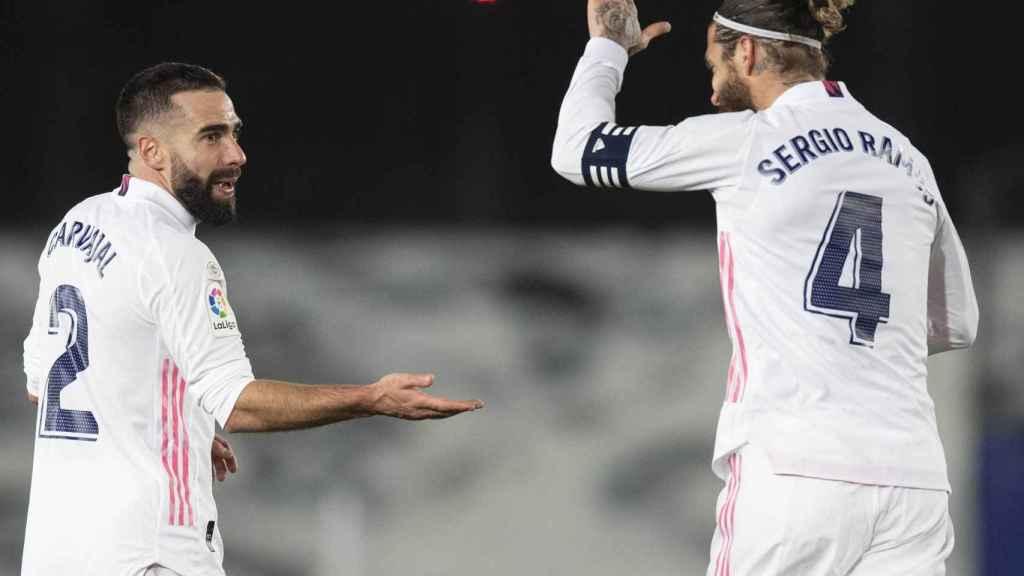 Dani Carvajal y Sergio Ramos, durante el derbi