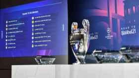 El trofeo de la Champions League, presidiendo el sorteo de octavos de final. Foto: uefa.com
