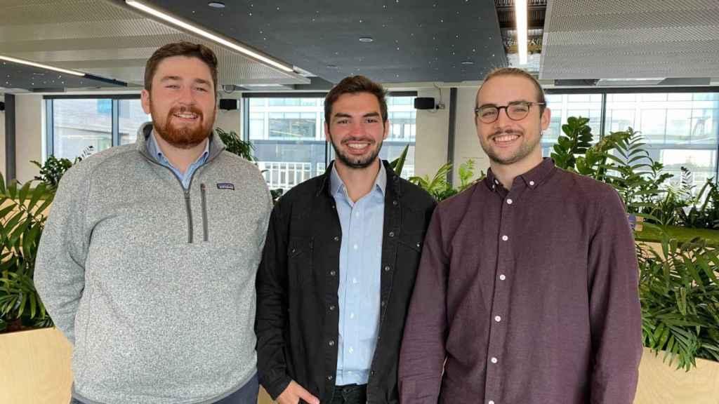 Fundadores de Emitwise: Mauro Cozzi (CEO) (centro), Eduardo Gomez (CPO) (dcha) y Benjamin Peddie (izquierda)