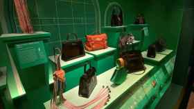 Londres homenajea al bolso, el accesorio con más historia de la moda.