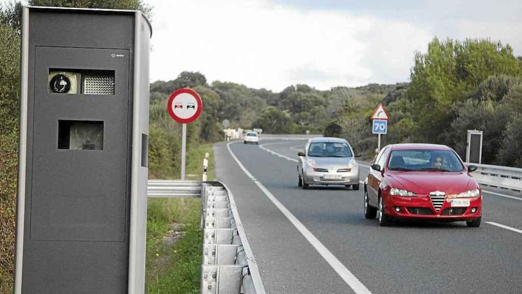 Uno de los radares de tráfico en una carretera de Menorca.