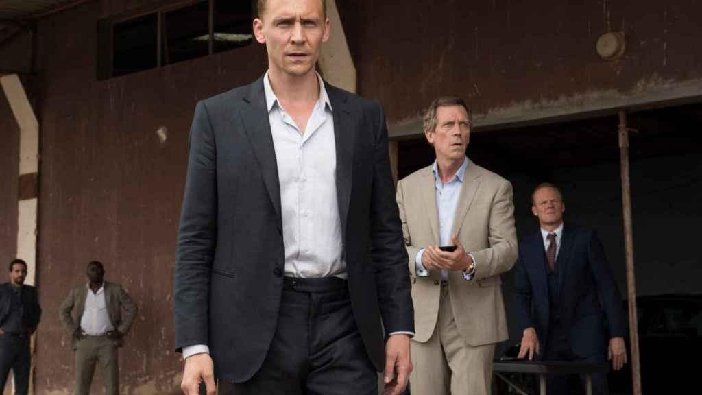 Tom Hiddleston y Hugh Laurie en 'The Night Manager'.