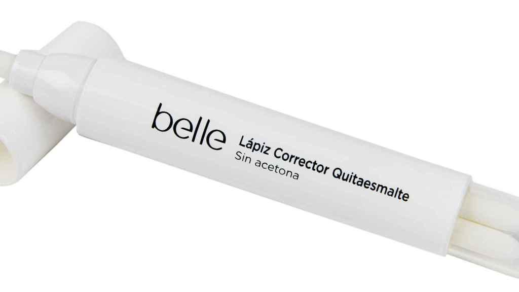 Este lápiz corrector quitaesmalte te ayuda a crear el diseño de manicura que siempre desees.