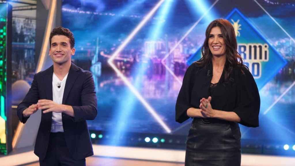 Jaime Lorente y Elia Galera en 'El Hormiguero'.