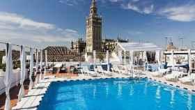 Piscina en la terraza del Hotel Seises Sevilla de Marriott International.
