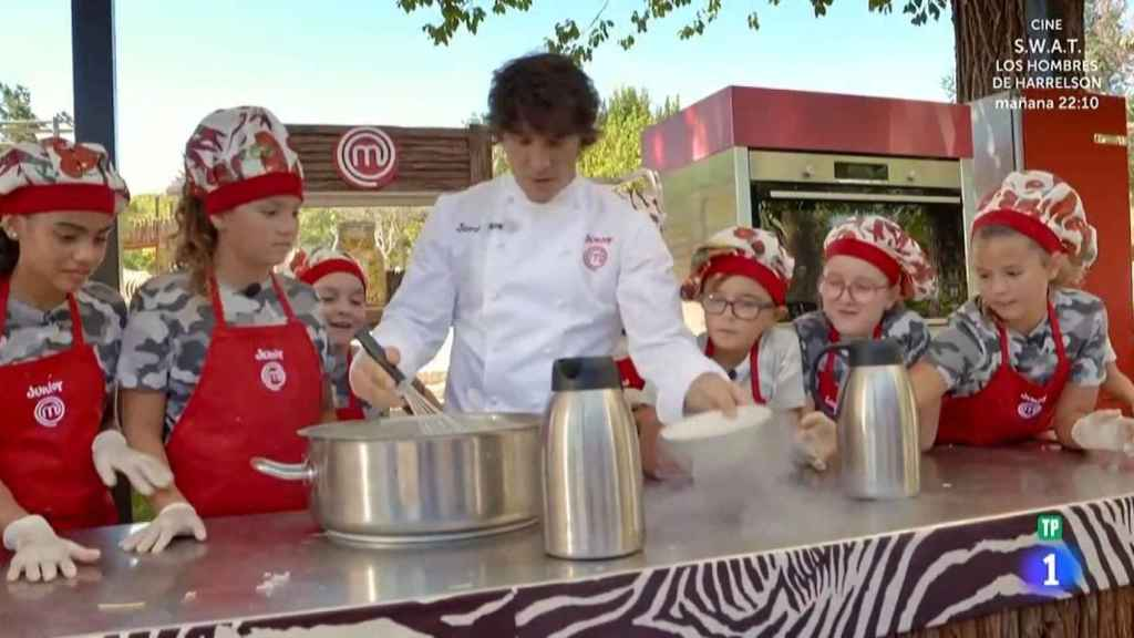Jordi Cruz cocinando en la prueba de exteriores.