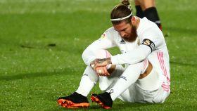 Sergio Ramos, sentado en el césped