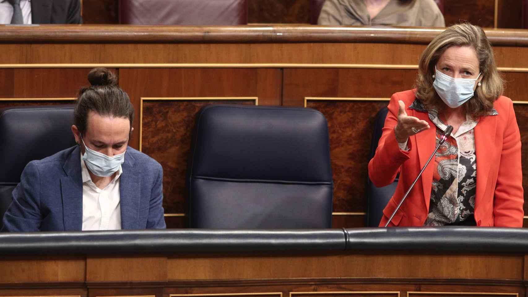 Pablo Iglesias y Nadia Calviño, en el Congreso.
