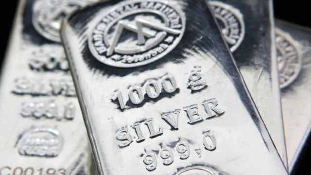Varios lingotes de plata.