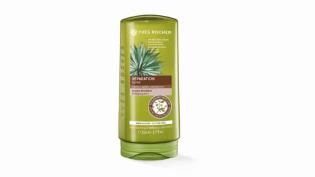 El bálsamo con aceite de jojoba sirve para hidratar y mejorar el aspecto del cabello.