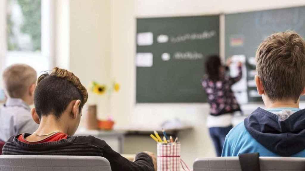 Estudiantes durante el transcurso de una clase en una imagen de archivo.