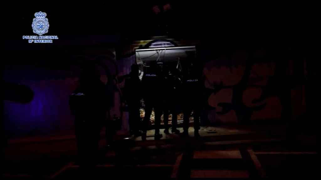 Interior de la nave en la que el detenido se había instalado como okupa.