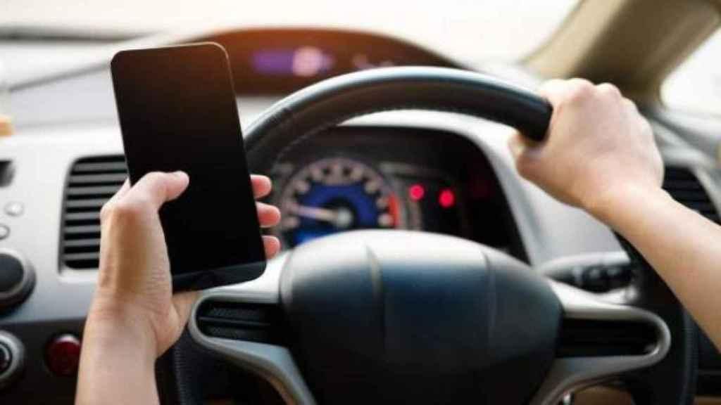 Uso de móvil en el coche.