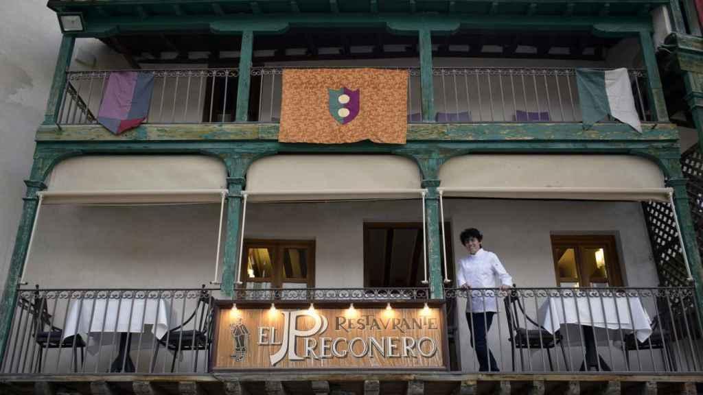 La cocinera Miriam Hernández en su restaurante La Casa del Pregonero, en Chinchón (Madrid).