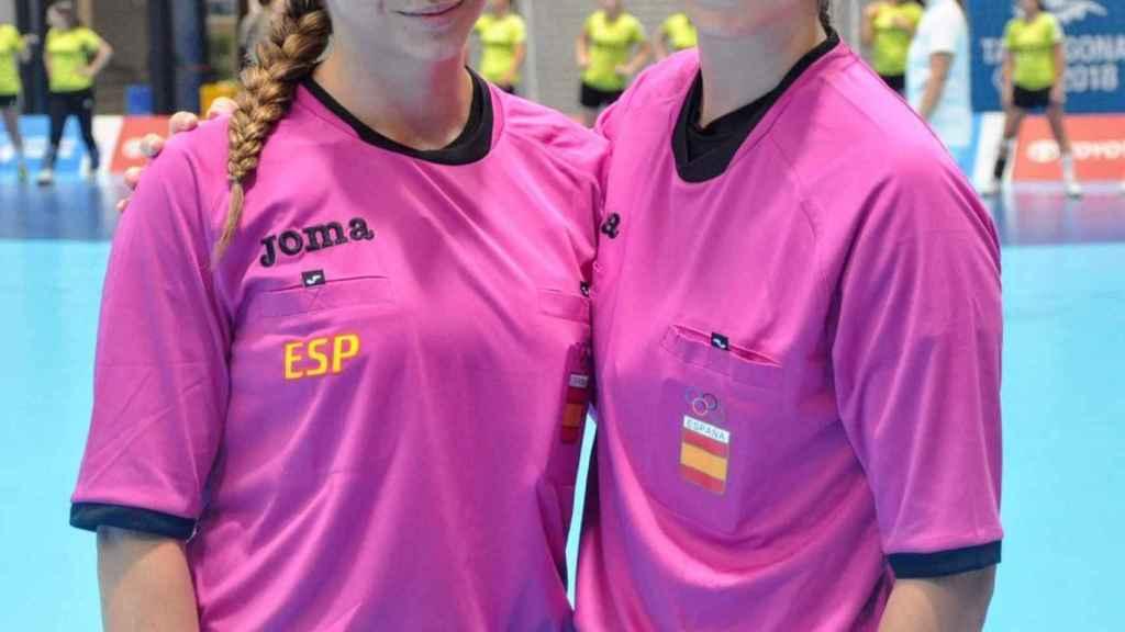 Lorena García y Tania Rodríguez, en un partido de balonmano femenino