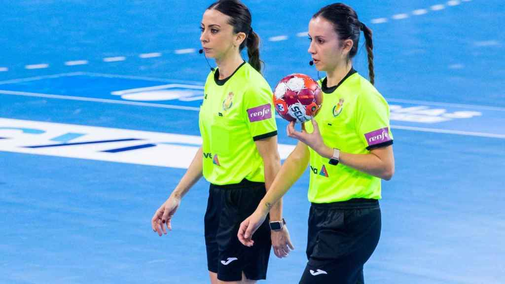 Tania Eodríguez y Lorena García, durante el partido de Liga ASOBAL