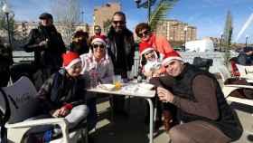 Una familia toledana disfrutando de las tradicionales migas navideñas el pasado año