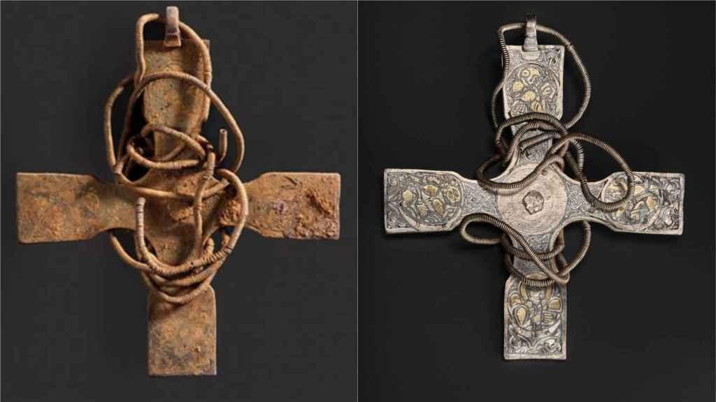 La cruz antes y después de su restauración.