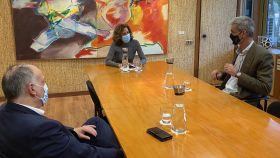 Irene Lozano junto a Javier Tebas, presidente de LaLiga, y Antonio Martín, presidente de ACB