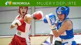 Dos boxeadoras, luchando