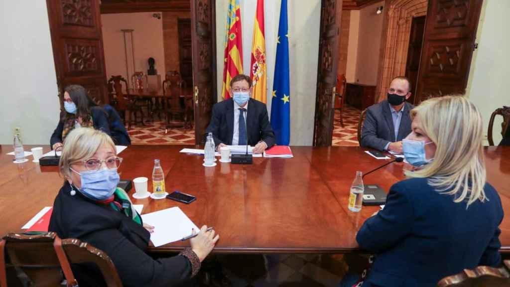 Ximo Puig, en la Mesa de Coordinación Interdepartamental que ha acordado las restricciones. EE