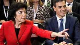 Pedro Sánchez y la ministra de Educación, Isabel Celaá.