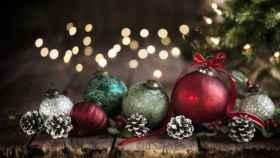 Descubre los increíbles diseños de estas bolas y figuras de Navidad para el árbol