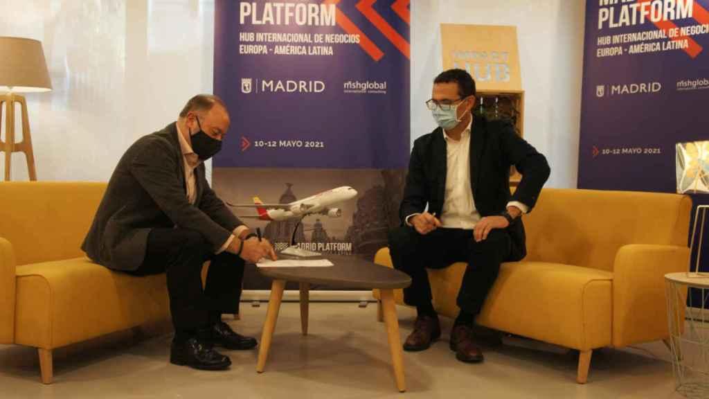 Firma del convenio entre Madrid Platform e Iberia.
