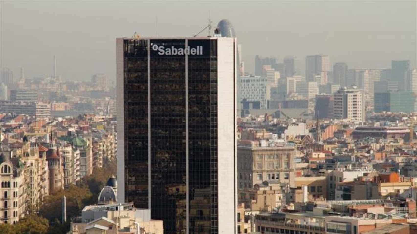 Panorámica a la sede de Banco Sabadell.