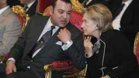 Mohamed VI habla con Hillary Clinton en Ouarzazate, en noviembre de 2009.
