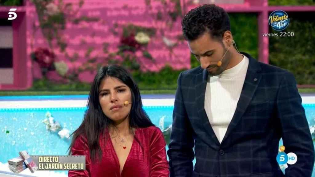 Isa y Asraf tras enterarse de su expulsión.