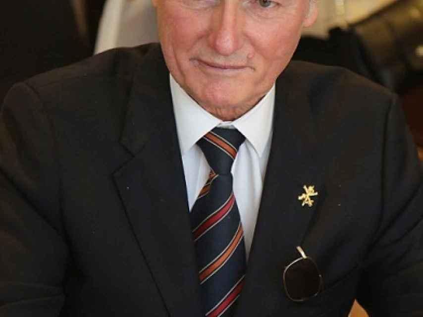 Sixto de Borbón-Parma nació en Pau en 1940.