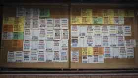 Anuncios de alquiler y venta de inmuebles en una inmobiliaria de Linares (Jaén), este pasado martes.