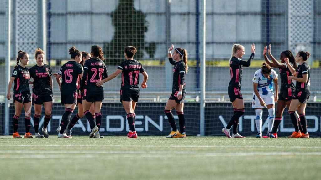 Las jugadoras del Real Madrid Femenino celebran un gol