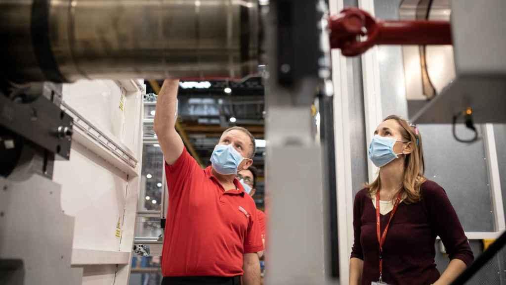 Eylo González, en la nueva máquina de fan que han comprado en taller de Motores.