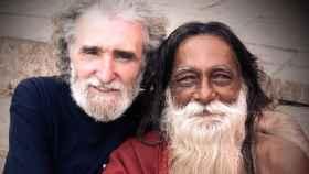 Ramiro junto a su amigo Babaji Shibananda de Benares.