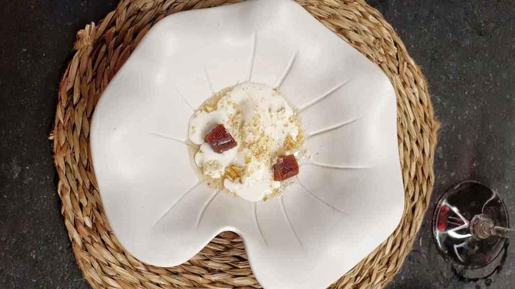 Helado de queso de Cebreiro, membrillo y nueces