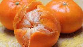Una mandarina.
