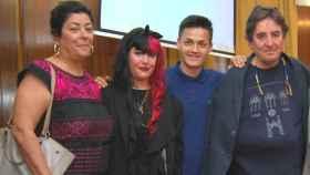 Almudena Grandes, Luis García Montero y su hija Elisa.