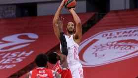 Randolph lanzando ante Olympiacos