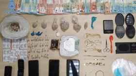 Dinero, drogas, móviles y efectos intervenidos en la Operación Barrido.