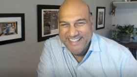 Salim Ismail, fundador de Singularity University y fundador y presidente de OpenExO, en un momento de la entrevista virtual con D+I.