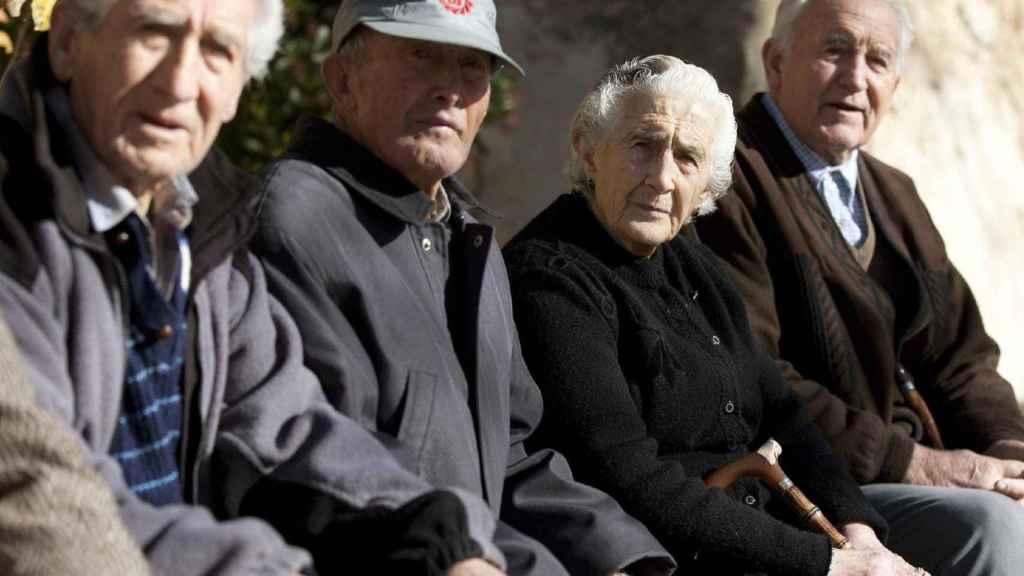 Vecinos de Olmeda de la Cuesta (Cuenca), en una imagen de archivo.
