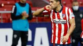 Luis Suárez celebra un gol con el Atlético de Madrid