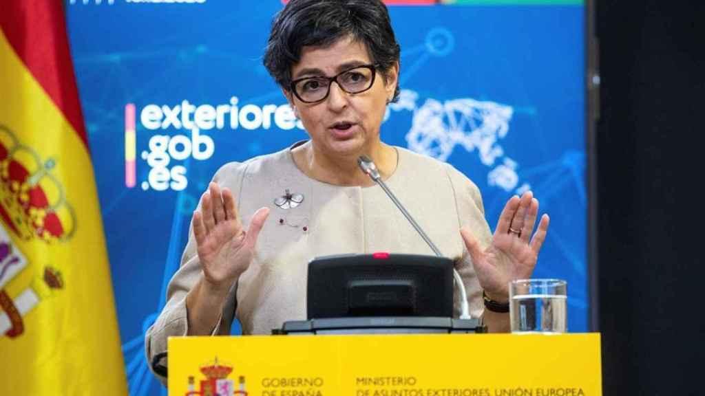 Arancha González Laya, ministra de Asuntos Exteriores, durante una rueda de prensa.