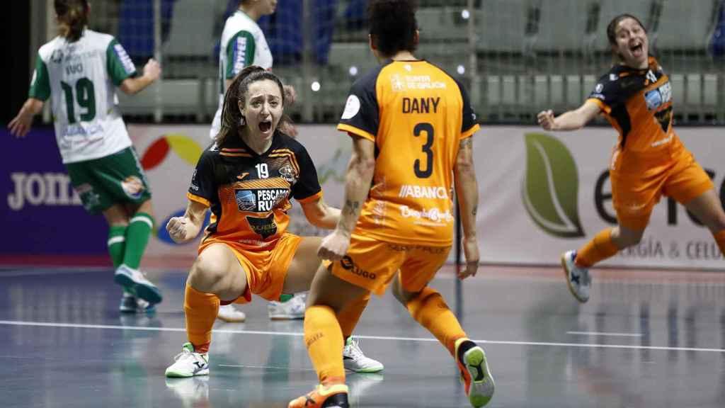 Las jugadoras del Burela FS celebran el título
