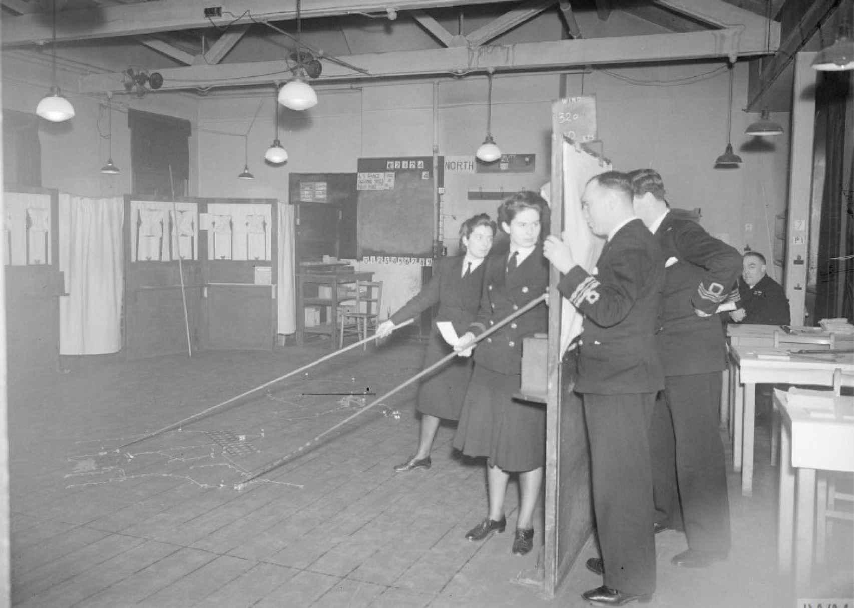 Reconstrucción de una batalla naval en las oficinas de la WATU.